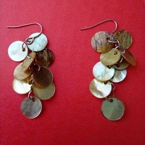 Shell pearlescent circular dangling earrings